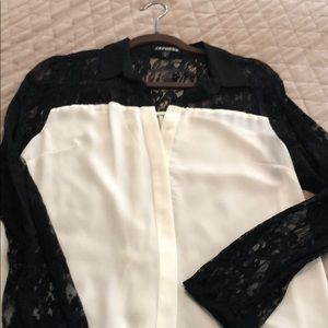 Express blouse with lace sleeves